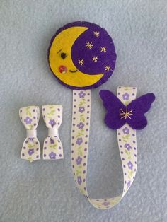 CONJUNTO LUNA Baby Patterns, Sewing Patterns, Baby Binky, Handmade Baby Gifts, Felt Books, Hair Ribbons, Pacifier Holder, Felt Ornaments, Baby Accessories