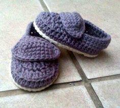 Zapatitos de bebe a crochet / Crochet baby booties  Visit www.facebook.com/hilaria.hechoamano pedidos y consultas hilaria.hechoamano@gmail.com
