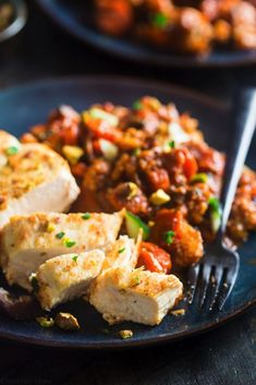One Skillet 30 Min Moroccan Chicken. 1 Pan 30 Min Moroccan Chicken - A healthy Paleo & weeknight meal that's packed with protein veggies & spicy-sweet flavor! Shakshuka Recipes, Paleo Recipes Easy, Gluten Free Recipes, Thai Recipes, Chicken Recipes, Paleo Food, Healthy Chicken, Lunch Recipes, Chicken