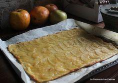 Esta tarta se hace sola y está buenísima. Es muy fácil, rápida y muy resultona, te resuelve cualquier merienda o postre en un plisplas. La ... Chicken Salad Recipes, Flan, Kitchen Recipes, A Table, Bread, Cheese, Cooking, Breakfast, Healthy
