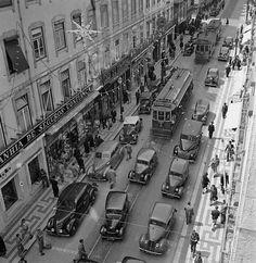 Era assim Lisboa no Natal de 1957. Fotografia Judah Benoliel | Arquivo Municipal de Lisboa | Fotográfico ! JBN/004947 #lisboa