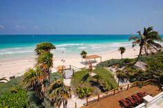 Tulum Casa En La Playa En Venta Casa de los Pelícanos es una villa frente a la playa, el lujo en la increíble y apartada playa de Sian Ka'an con vistas al hermoso Caribe. Para mas informacion contactanos: Cel: 984.113.5749 / 984.130.6441 Email: info@tulumrealestate.com http://es.tulumrealestate.com/real-estate-tulum/los-pelicanos/