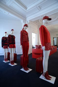 The Rouge Absolute Signature Collection in Paris, we are waiting for check-in, pinned by Ton van der Veer
