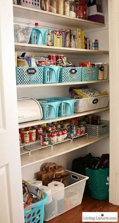 Kitchen Pantry Organization Ideas with Printable Labels Inspiring kitchen pantry organization ideas with free printable kitchen pantry labels to organize a kitchen. Kitchen Organization Pantry, Pantry Storage, Kitchen Storage, Home Organization, Kitchen Decor, Organizing Ideas, Pantry Ideas, Organized Pantry, Kitchen Ideas