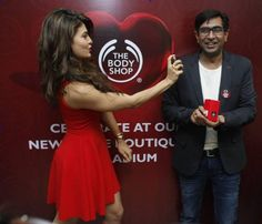 Jacqueline Fernandez Launches 'The Body Shop's' New Pulse Boutique In Mumbai http://actfaqs.com/Jacqueline-Fernandez-Launches-The-Body-Shops-New-Pulse-Boutique-In-Mumbai