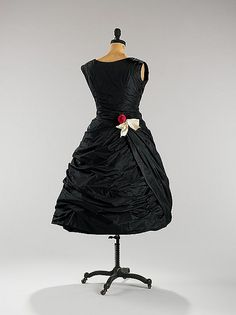 Black cocktail dress 1956 by Balenciaga