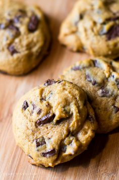 Love chocolate chip cookies AND pumpkin? These pumpkin chocolate chunk cookies are the perfect soft, gooey and delsh cookies for you. One just isn't enough. from @crissy