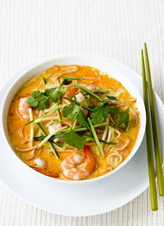 Prawn laksa This quick meal for two hails from Malaysia and takes just 20 minutes to prepare. Warming prawn noodle broth with spicy Laksa paste is topped with cucumber and coriander. Bbc Good Food Recipes, Great Recipes, Cooking Recipes, Healthy Recipes, Fish Recipes, Asian Recipes, Ethnic Recipes, Cooked Prawn Recipes, Chinese Prawn Recipes