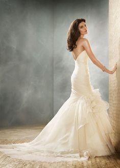 Sencillo y elegante describen este maravilloso vestido, un modelo perfecto para ese día especial. #Ebodas #Boda #Evento #Vestido