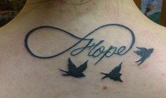 tattoo tatouage infini lettrage oiseau dos