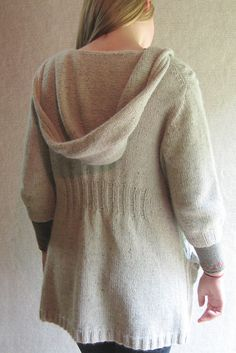Tunic length hooded cardigan with cables, knit-in pockets, generous hood, ribbed back to cinch in at waist, lots of pretty cable decreases and knitted toggle buttons. Crochet Patterns Amigurumi, Baby Knitting Patterns, Free Knitting, Knitting Ideas, Hooded Cardigan, Knit Cardigan, Creative Knitting, Hoodie Pattern, Stockinette