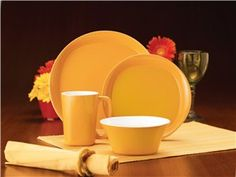 Rachael Ray Round and Square Dinnerware Set: Lemon Zest, 16 pc...comes in green apple and tangerine!!!