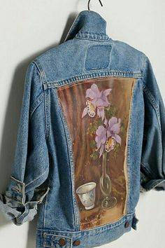 Debut of 'Made In Kind' @ Anthropologie: one-of-a-kind wearable artwork by Leslie Oschmann (Swarm) Painted Jeans, Painted Clothes, Painted Canvas, Denim Art, Do It Yourself Fashion, Denim Ideas, Altered Couture, Denim And Lace, Vintage Denim