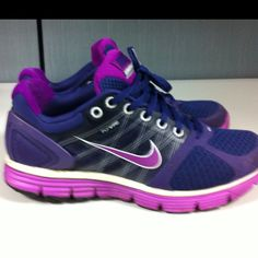 I have these in PINK. they are soooo comfy