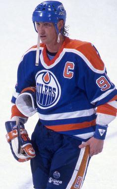 Nz All Blacks, Sports Trophies, Wayne Gretzky, Edmonton Oilers, Field Hockey, National Hockey League, Hockey Players, Hockey Stuff
