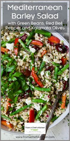 This fresh, crunchy, healthy Mediterranean-inspired barley salad is the perfect salad to add to your meal prep routine! It stays fresh, flavorful and is super versatile! Add protein with tuna, chicken or keep it vegetarian with chickpeas for a well-rounded grab-and-go lunch! Savory Salads, Healthy Salads, Salad Dressing Recipes, Salad Recipes, Barley Salad, Beef Salad, Spring Salad, Lunch To Go, Side Salad