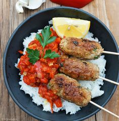 Vegetarische cevapcici ganz einfach selber machen hummus flatbread with sun dried tomatoes spinach and pesto is an easy appetizer perfect for a healthy snack sabradips nationalhummusday ad vegetarian Mushroom Recipes, Veggie Recipes, Healthy Dinner Recipes, Diet Recipes, Healthy Eating Tips, Healthy Nutrition, Clean Eating Recipes, Eating Clean, Everyday Food