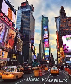 A City Of More Than Angels – Travel Information New York Wallpaper, City Wallpaper, City Aesthetic, Travel Aesthetic, Photographie New York, New York Weihnachten, Voyage New York, City Vibe, Nyc Life