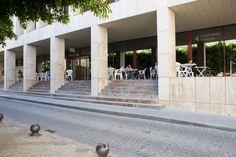 Salesas, en Orihuela. Ciencias Políticas y Administración y Dirección de Empresas.