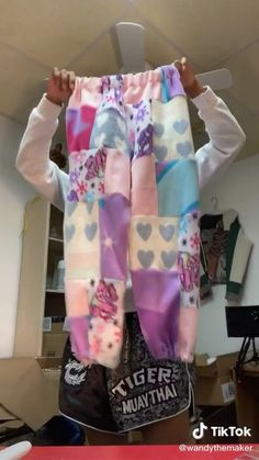 Diy Fashion Hacks, Fashion Outfits, Sewing Clothes, Custom Clothes, Diy Kleidung Upcycling, Diy Clothes Design, Diy Jeans, How To Make Clothes, Clothing Hacks