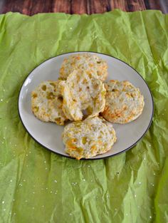 Need some bread with dinner? Make these easy and flavorful Green Chile and Cheddar Biscuits in a snap!  #BreadBakers