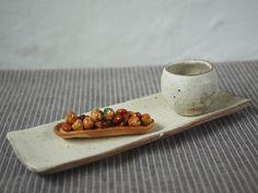 山本泰三 黄粉引長皿 Ceramic Decor, Ceramic Pottery, Contemporary Dinnerware, Sushi Platter, Pottery Handbuilding, Japanese Pottery, Clay Ideas, Decorations, Ceramics