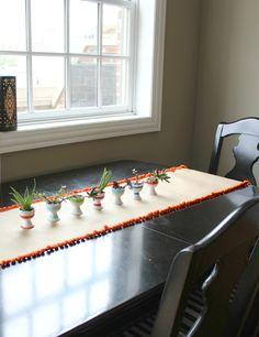 Pom-pom Grelô   O caminho de mesa mais criativo do mundo