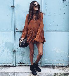 look-vestido-seventies-bota-preta
