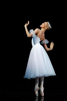 ZsaZsa Bellagio – Like No Other: Ballet Beautiful Ballet Pictures, Dance Pictures, Shall We Dance, Just Dance, Ballet Tutu, Ballet Dancers, La Bayadere, Dance Like No One Is Watching, Dance Poses