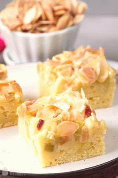 #Easy #pumpkin #dessert #recipes #und #cupcakery So saftig und himmlisch  RhabarberButtermilchKuchen   Saras Cupcakerybrp classfirstletterrhabarberbuttermilchkuchen and Quality piece on Our Pinterest Panelphimmlisch and Quality photograph on Our Pinterest PanelbrIf you dont like everything saras part of the image we offer you when you read this photograph is exactly the features you are looking for you can see In the impression So saftig und himmlisch  RhabarberButtermilchKuchen   Saras… Healthy Pumpkin Pies, Pumpkin Pie Recipes, Dessert Simple, Easy Summer Desserts, Holiday Desserts, Summer Recipes, Homemade Pie, Pumpkin Dessert, Healthy Dessert Recipes