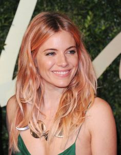 Sienna miller rose gold blonde hair at british fashion awards Hair Color Trend, Sombre Hair Color, Hair Colour, Color Trends, Coral Hair Color, Design Trends, Gold Blonde Hair, Pink Hair, Blonde Pink