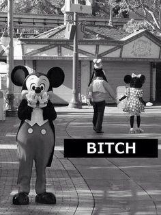 rigole: lorsqu'un des personnes de @WaltDisneyBEL se fait berner ! w/ Mickey Mouse, Minnie Mouse, Dingo :D #BITCH