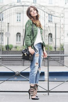 i've got these clothes. green jacket, boyfriend jeans, white shirt, heels, even the bag! :D