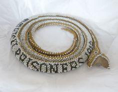 bead crochet snake http://www.beadcrochetsnakes.com/