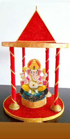 Ganpati Decoration Theme, Thali Decoration Ideas, Ganapati Decoration, Diy Crafts India, Diy Crafts To Do, Crafts For Kids, Diwali Decorations At Home, Festival Decorations, Ganesh Chaturthi Decoration
