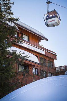 une cabine de remontée mécanique de COURCHEVEL au pied de l'hôtel @hotel new solarium courchevel