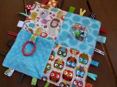 Sewing Baby Gift Bright Owls and Hedgehogs Sensory blanket. Baby Sewing Projects, Sewing For Kids, Sewing Crafts, Sensory Blanket, Baby Sensory, Tag Blankets For Babies, Baby Gifts To Make, Fidget Blankets, Fidget Quilt