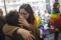 El Ministerio de Exteriores Ruso recomienda evitar hablar con gais en España. Strambotic, Público, 2017-05-28 http://blogs.publico.es/strambotic/2017/05/maricones-espanoles/