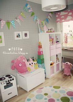Vertical Expedit.  Flaggor är kul ! Girl Room, Girls Bedroom, Baby Room, Ikea Expedit, Playroom Organization, Ikea Furniture, Kid Spaces, Play Houses, Colorful Rugs