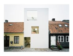 Townhouse in Landskrona. The narrow site is sandwiched between very old neighboring buildings. Three thin slabs are projected into the open volume, softly dividing its functions. The continuous interior space is opening up to the street, to an intimate garden, and to the sky. 2009. Photos by Åke E:son Lindman.