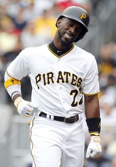 Andrew McCutchen, PIT, after HBP v ATL/ June 2015