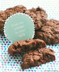 Si vous avez salivé devant le cookie que j'ai dégusté chez Levain Bakery, j'ai quelque chose pour vous! Sa recette!! Je l'ai réalisé avec des pépites achetées à NYC mais il ne doit pas s'agir des mêmes que celle utilisées chez Levain Bakery car comme vous le voyez mes pépites ne dégoulinaient pas comme les …