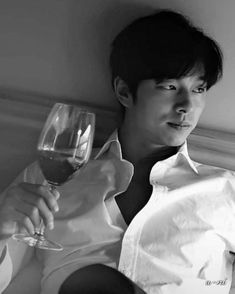 Social drinker only to very minium. Korean Star, Korean Men, Asian Actors, Korean Actors, Gong Yoo Shirtless, Gong Yoo Coffee Prince, Goblin The Lonely And Great God, Goong Yoo, Goblin Gong Yoo