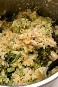 Instant Pot Cheesy Broccoli Rice - 365 Days of Slow Cooking and Pressure Cooking - - Creamy risotto-like rice with cheddar, broccoli and (optional) pieces of chicken breast. A one pot family-friendly meal perfect for a busy weeknight. Slow Cooking, Pressure Cooking, Cooking Tips, Cooking Steak, Cooking Salmon, Cooking School, Cooking Light, Rice Instant Pot Recipe, Instant Pot Dinner Recipes