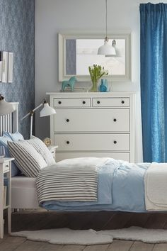 Where do you want to start your day? Browse IKEA bedroom furniture combinations in loads of different styles and sizes – and at affordable prices – so that you can create the bedroom you've been dreaming of.