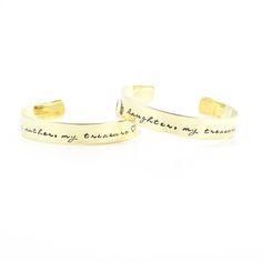 Setje armbanden voor moeder en dochter. Éen armband met de woorden my mother, my treasure. De andere armband met de tekst my daughter, my treasure.