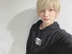 Hooded Jacket, Cosplay, Shit Happens, Draw, Twitter, Fashion, Jacket With Hoodie, Moda, Fashion Styles