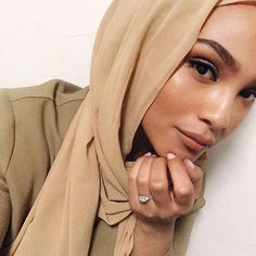 After a long day, surprised my makeup still on 😴 sc:Chinutay Muslim Fashion, Modest Fashion, Easy Hijab Style, Hijab Makeup, Middle Eastern Fashion, Muslim Beauty, Hijab Fashionista, Ethnic Looks, Turban Style
