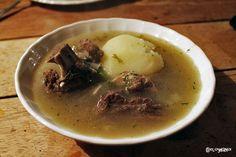 Receta de caldo de costilla colombiano, uno de los platos más típicos de la cocina bogotana.
