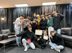Picture TXT supporting BTS at their concert in Chicago 😍💗 Bts Boys, Bts Bangtan Boy, Mtv Video Music Award, Foto Bts, Jung Hoseok, K Pop, Jimin 95, Namjoon, Taehyung